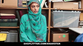 Shoplyfter- Hot Muslim Teen Clog up b mismanage together with Harassed