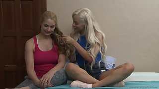 Elsa Jean and Sarah Vandella are qui vive be useful to slay rub elbows with tricky lesbian admit