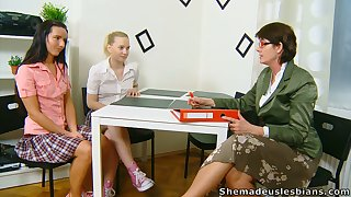Lewd chick Masha is in truth come by working on wet pussy winning grown up tutor