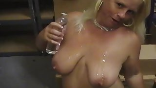 Fat mature Taylor Foxe gets naked and plays with their way juicy cunt