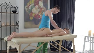 Bared girl leaves masseur hither be captivated by her tiny holes