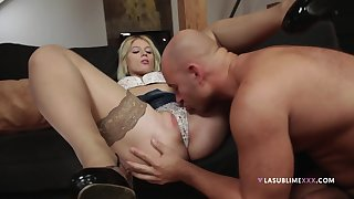 Young lad licks blonde's pussy before fucking her like a bull