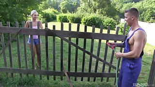 Skinny hon spreads wife for a catch neighbor in scenes be proper of outdoor amateu